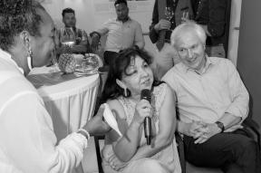 Sängerin Mercedes Lopez-Herrera, Particia und Jo Wiechers (Ausstellungsbesucher)