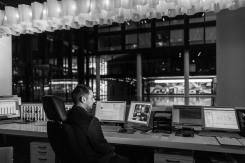 Nachtdienst heißt v.a. Überwachung der Bildschirme mit den diversen im Haus verteilten Kameras und Kontrollinstrumenten.