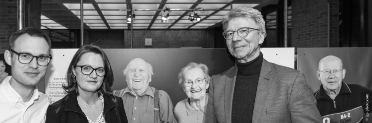 """Ausstellungseröffnung """"Meine große Liebe"""" v.l.n.r. Michael Härteis (Kurator), Michaela Auer (Fotografin), Siegfried Benker (Geschäftsführer München Stift)"""